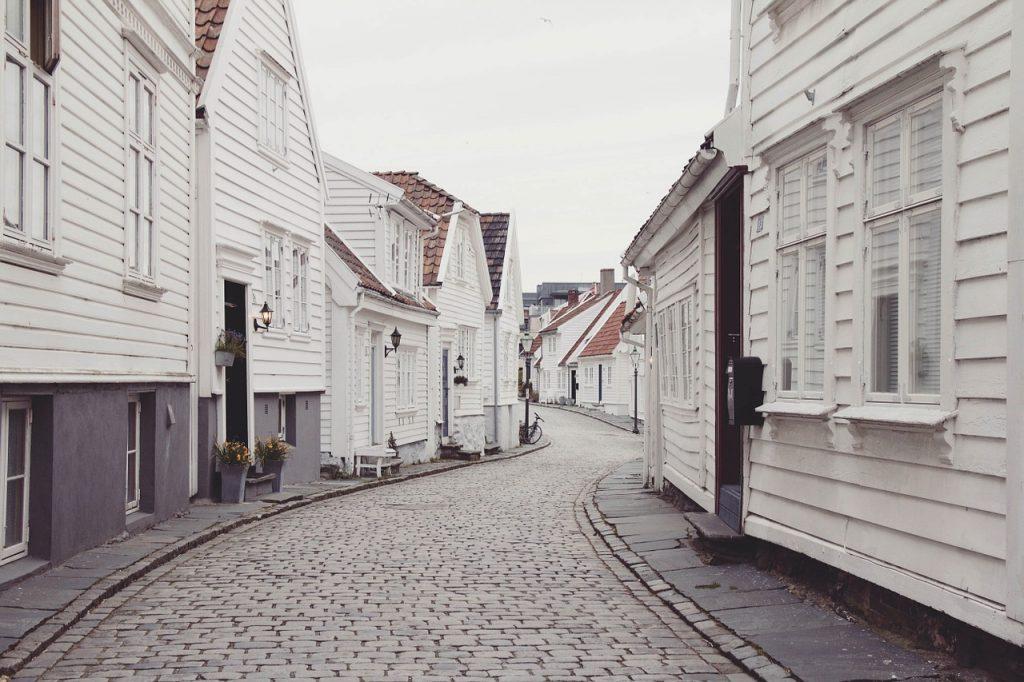 houses, neighborhood, cobblestones-802074.jpg